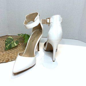Dream Paris White Pointed Toe Heels Size 7.5